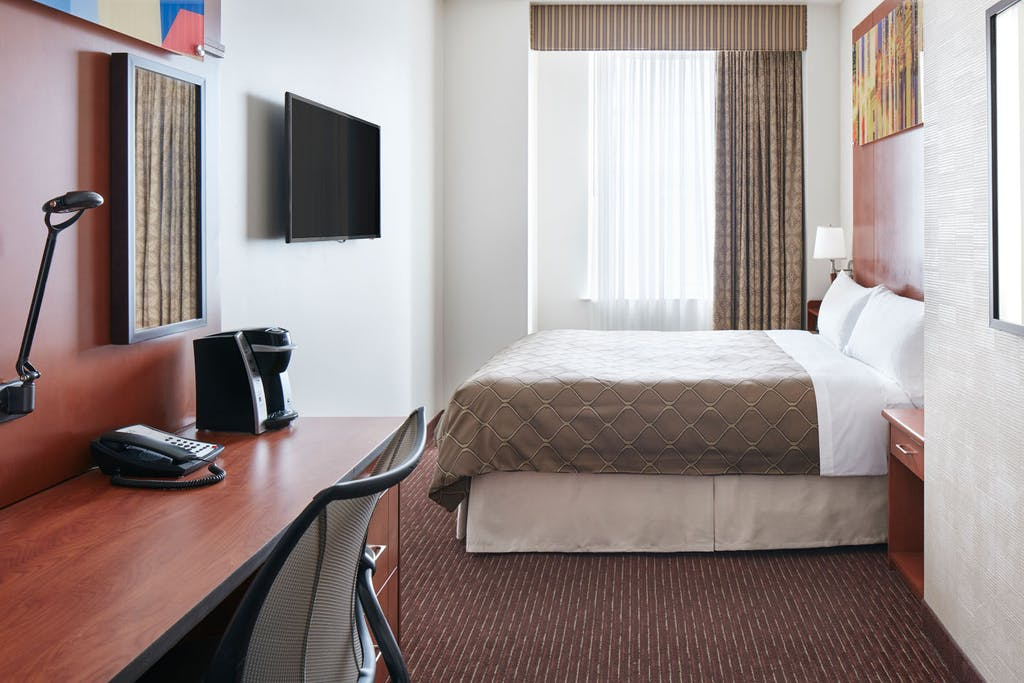 Club quarters hotel in philadelphia a center city business hotel club room solutioingenieria Choice Image