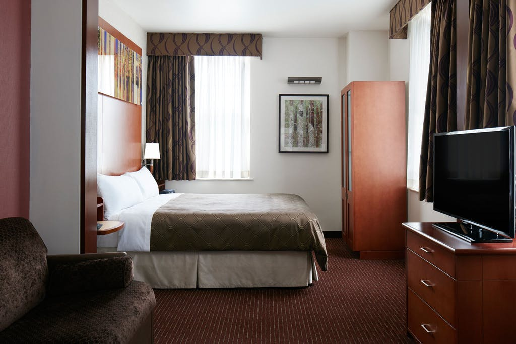 Club quarters hotel in philadelphia a center city business hotel one room suite deluxe studio apartment solutioingenieria Choice Image