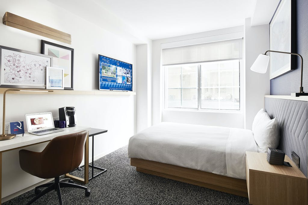 Club quarters hotel in washington dc a business travelers hotel newly renovated club room at club quarters hotel in washington dc solutioingenieria Gallery