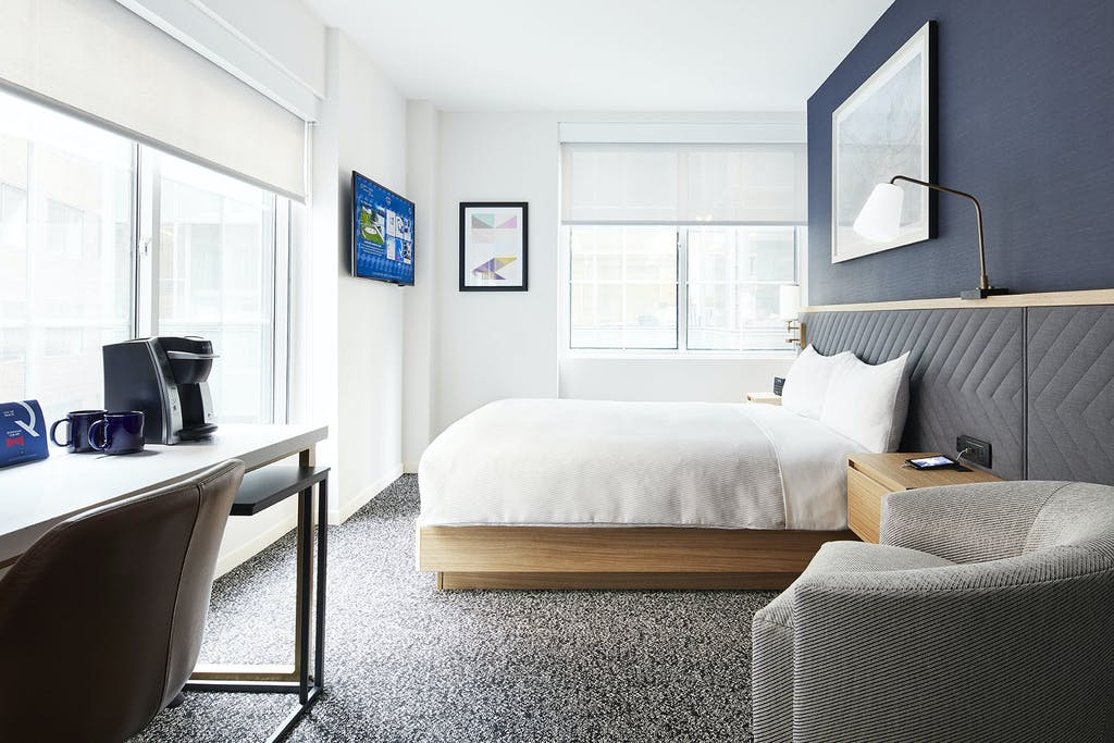 Club quarters hotel in washington dc a business travelers hotel newly renovated standard room at club quarters hotel in washington dc solutioingenieria Gallery