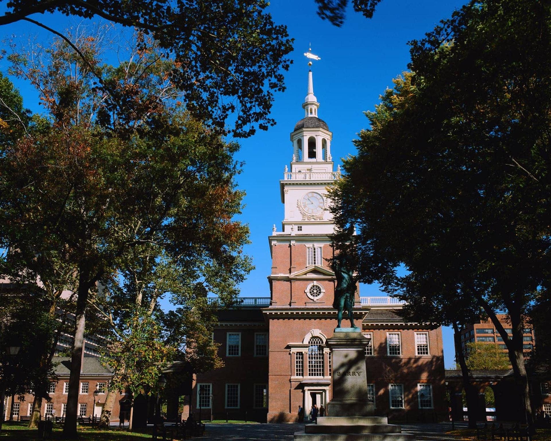 Building and statue in Philadelphia