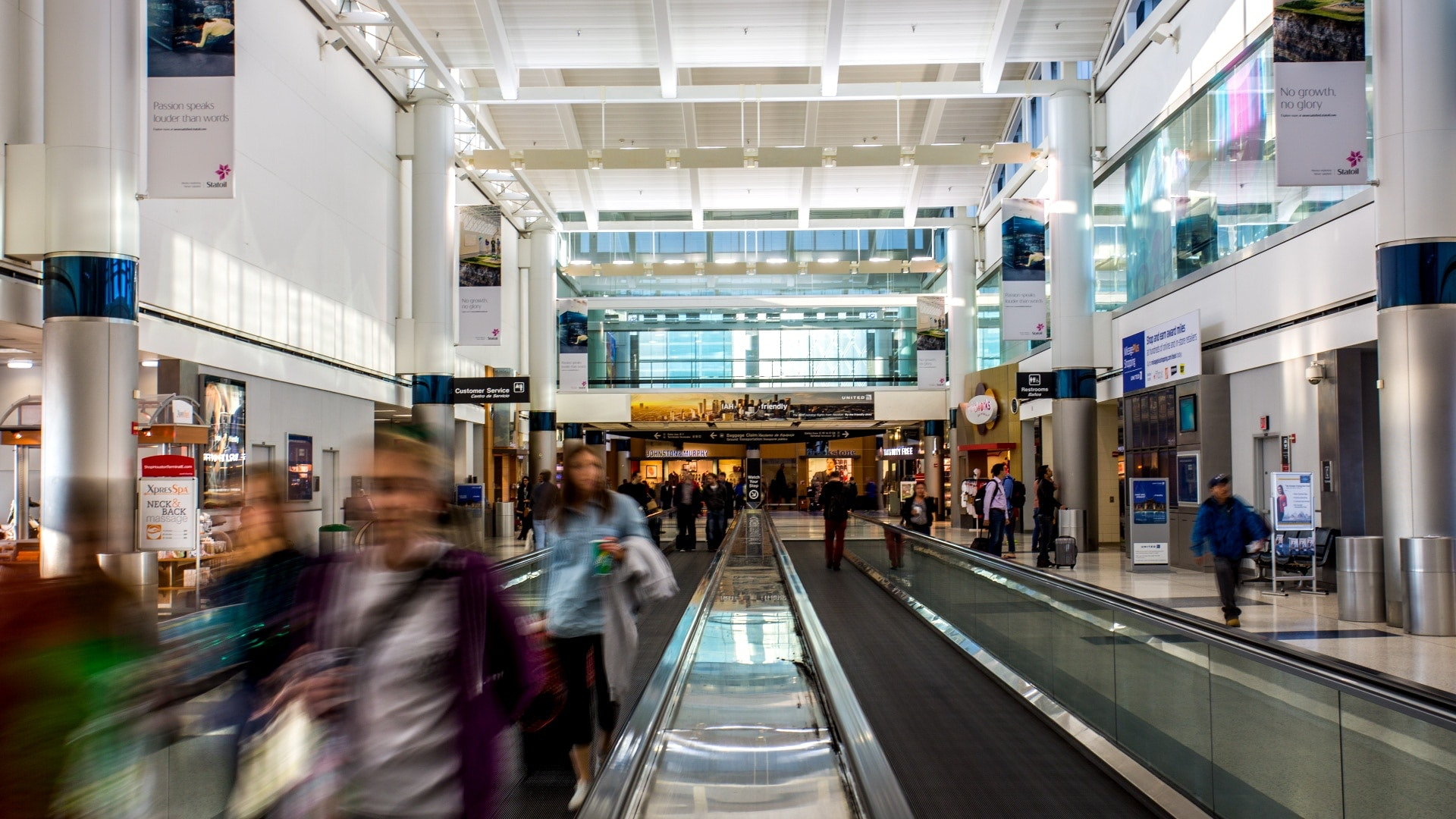 Travellers in Bush Intercontinental Airport, Houston, Texas